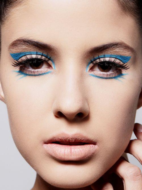 blue-eyeliner