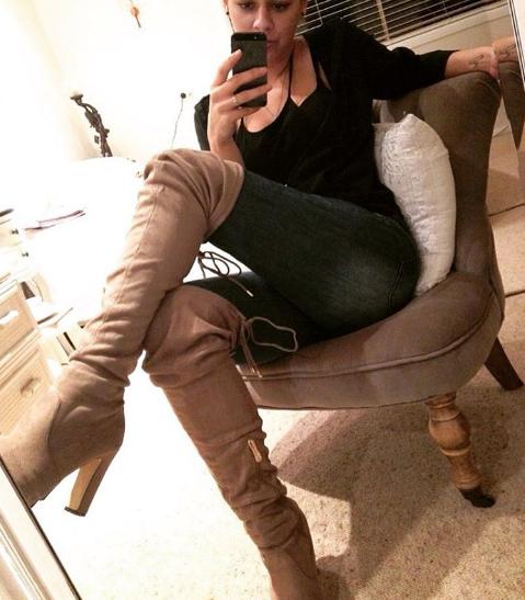 chair-selfie