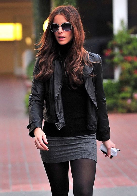12-21-09 Santa Monica, CA Exclusive: Actress Kate Beckinsale out shopping with a friend at Fred Segal in Santa Monica, CA... Exclusive Pix by Flynet ©2009 818-307-4813 Nicolas 310-869-0177 Scott