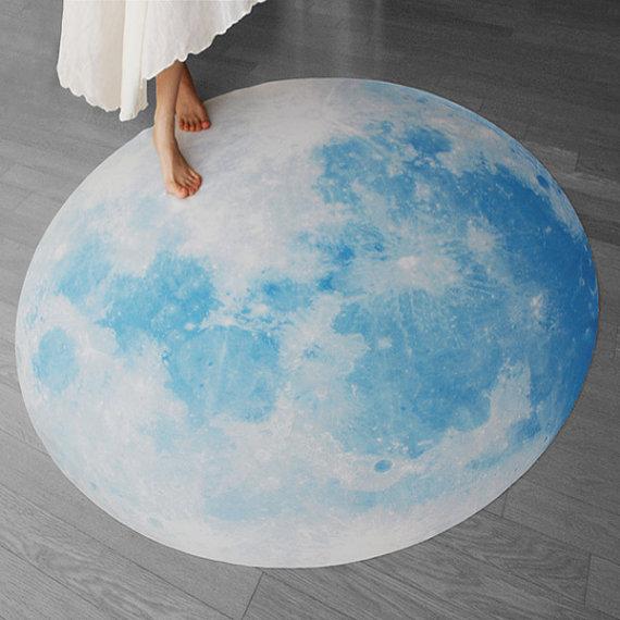 rug-moon