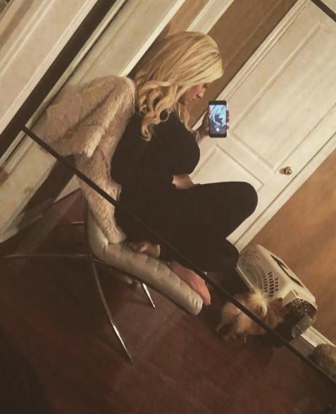 selfie-on-chair