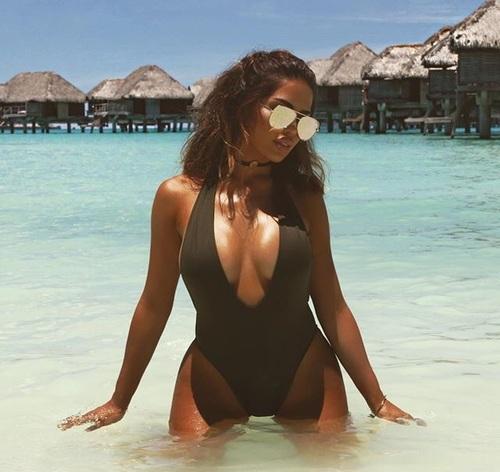 cleavage-bikini