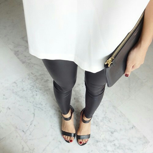 leggings-clutch