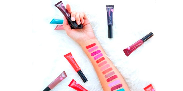 Errores al pintar tus labios que evitan que luzcan sensuales