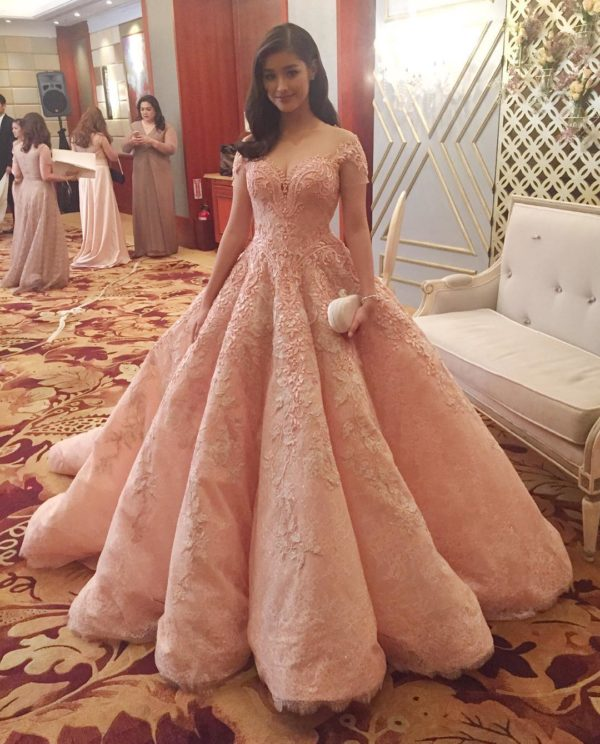 1fb4a7d5d9a Vestidos de XV años para chicas que mueren por parecer una Princesa
