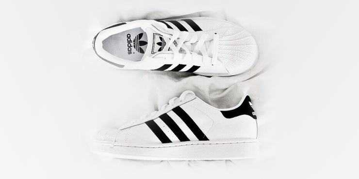 15 Outfits trendy con 'Adidas Superstar' blancos!