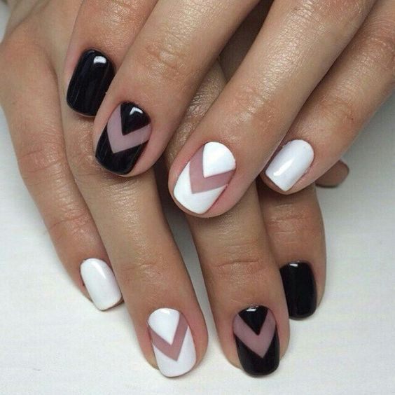 Nails with transparencies to combine with casual outfits