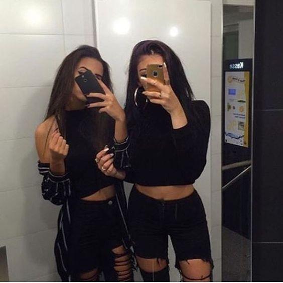 Selfies que te debes tomar con tu bestie en el ba o de chicas for Espejo de pared cuerpo entero