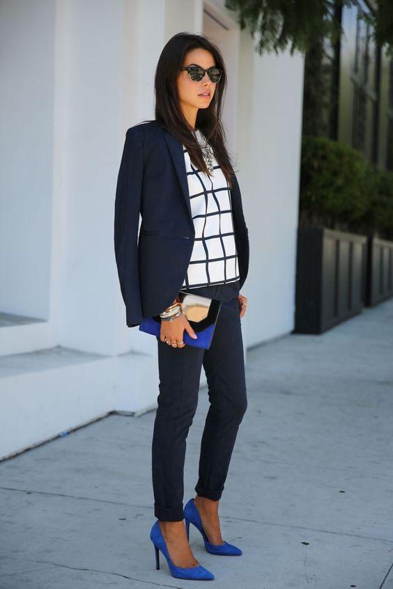 outfits perfectos para esos zapatos azules que no sabes combinar. Black Bedroom Furniture Sets. Home Design Ideas