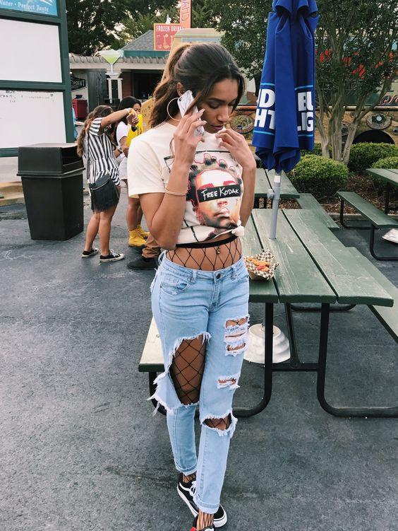 Los Skinny Jeans Siempre Seran Los Besties De Tus Medias De Red Si Lo Que Buscas Es Algo Mas Casual Tipo Para El Colegio O Para Ir Al Cine