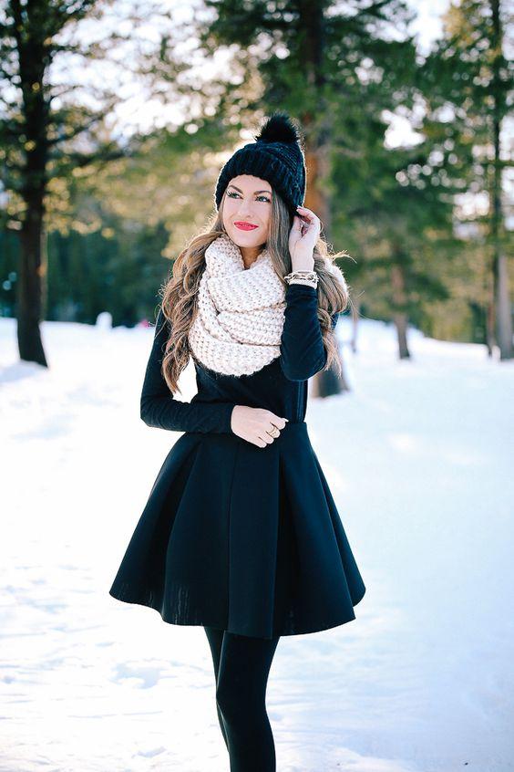 Vestido Negro Y Bufanda Un Look Festivo Para Gorditas Y