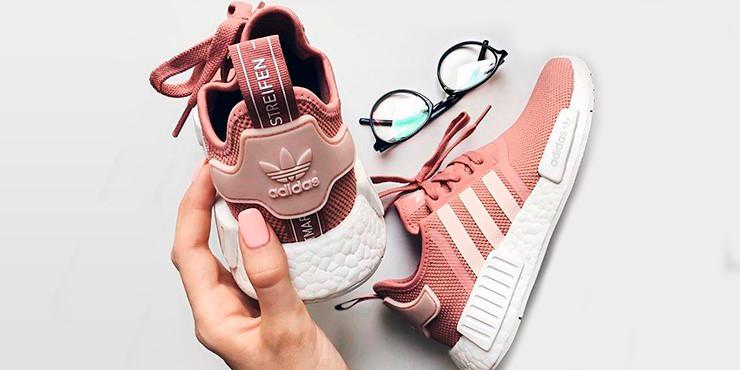 newest ed928 e1d75 En la industria de la moda existen muchísimos tipos de calzados, pero sin  duda uno de los más cómodos son los tenis y los más sencillos de combinar.
