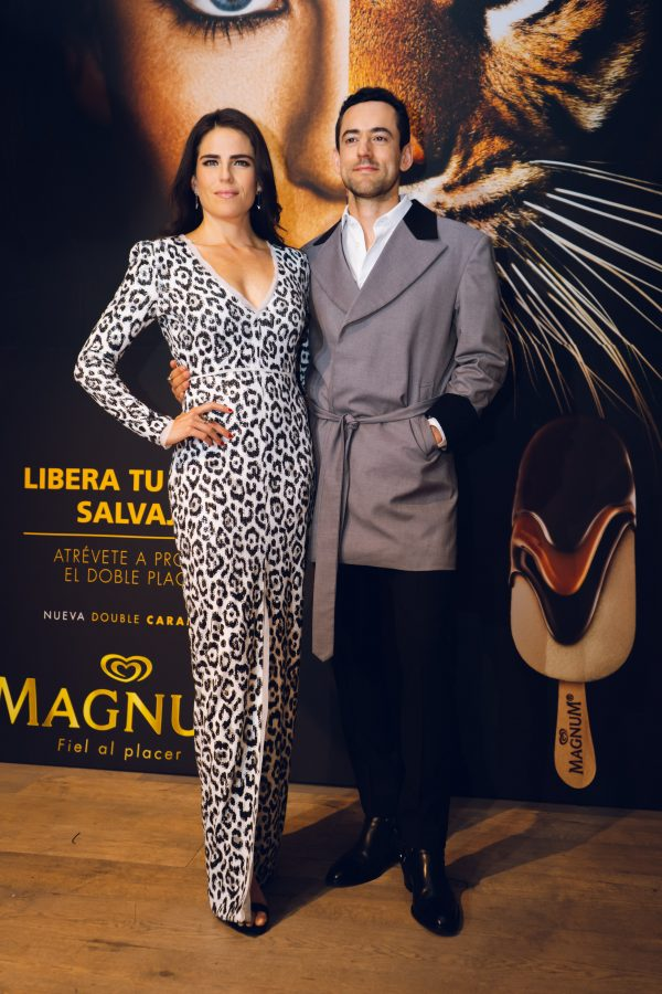 Lanzamiento Magnum Double México. Karla Souza y Luis Gerardo Mendez